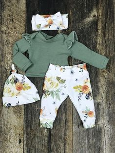Newborn Girl Coming Home Outfit, Newborn Girl Photography Outfit in Earth Tones; Watercolor Floral, Baby Girl, Premie Girl, Baby Shower Neugeborenes Mädchen Coming Home Outfit Baby Mädchen Take Home Outfit in Outfits Niños, Baby Outfits Newborn, Baby Girl Newborn, Kids Outfits, Newborn Nursery, Baby Girls, Fall Outfits, Girls Coming Home Outfit, Take Home Outfit