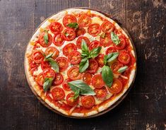 Предлагаем Вам классический рецепт в 4 шага: итальянская пицца Маргарита. Прикоснитесь к традициям Италии.