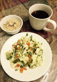 4 claras de huevo con vegetales, media taza de avena en agua y te verde con gengibre
