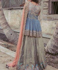 How to Select the Best Modern Saree for You? Shadi Dresses, Pakistani Formal Dresses, Pakistani Wedding Outfits, Pakistani Dress Design, Bridal Outfits, Indian Dresses, Desi Wedding Dresses, Party Wear Dresses, Wedding Wear