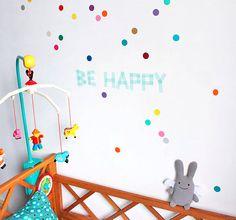 Vinilos de confeti divertidos para decorar habitaciones infantiles de forma original. #vinilos #vinilosdecorativos #dormitoriosinfantiles #habitacionesinfantiles