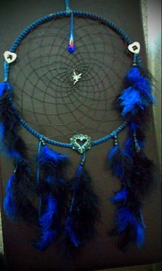 Pretty much everyone I kno (including me) has dreamcatchers in their bedrooms, especially charms on the net part like this.