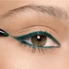 25 Must Know Eyeliner Hacks -Winged Eyeliner Tutorial -Winged Looks and Easy Makeup Tricks and Guides for Liquid Pencil and Gel Styles. Step by Step Tutorials with Pictures using Tape or a Spoon thegoddess.com/eyeliner-hacks