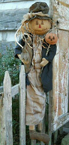 Make A Scarecrow, Scarecrow Doll, Halloween Doll, Fall Halloween, Halloween Crafts, Halloween Decorations, Halloween Clothes, Halloween Patterns, Fall Decorations