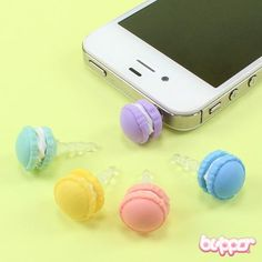 These cute little earphone jack charms are perfect for cheering up your mobile phone. Just plug the charm into the 3.5mm headphone jack of any phone, tablet, game console or MP3 player. This one is designed to look like a round macaroni treat!