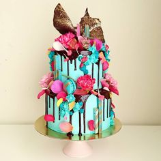 "2,001 Me gusta, 7 comentarios - Unbirthday (@unbirthdaybakery) en Instagram: ""2 Tier Hybrid Cake with mint green icing and pink details 😍"""