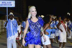 Clara Aguilar deixa a calcinha à mostra em ensaio da Nenê de Vila Matilde