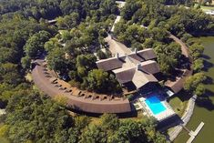 Escape To This Remarkable Kentucky Resort That's Idyllic All Year Long Best Resorts, Vacation Resorts, Dream Vacations, Vacation Spots, Kentucky Horse Racing, Kentucky Derby, Kentucky Wildcats, Castles In America, Cool Places To Visit