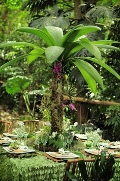 Amazing tropical rainforest reception table designed by Larissa Banting of Weddings Costa Rica