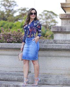 95 seguidores, 89 seguindo, 0 publicações - Veja as fotos e vídeos do Instagram de Marilene dos Santos Veiga (@marilene.veiga45) Denim Skirt Outfits, Denim Outfit, Casual Outfits, Cute Outfits, Fashion Mode, Work Fashion, Denim Fashion, Fashion Outfits, Weekend Wear