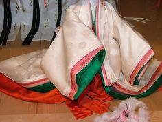 Noble ladies in the Heian era wore gorgeous silk robes. The color combinations, graduations and patterns were important and often referred to the seasons. These are some typical combinations.  Snow and apricot colour - winter wear (buds of apricot under snow)