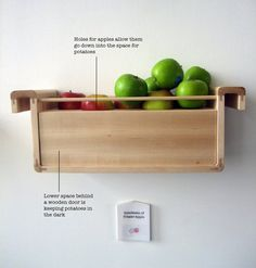 save food from the refrigerator design project - Apples emit a lot of ethylene gas. It has the effect of speeding up the ripening process of fruits and vegetables kept together with apples. When combined with potatoes, apples prevent them from sprouting. Hacks Diy, Food Hacks, Potato Storage, How To Store Potatoes, Storing Potatoes, Sprouting Potatoes, Salud Natural, O Gas, Preserving Food