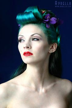The gorgeous Aprella.... she makes me want teal hair SO badly.