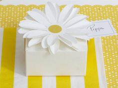 Daisy favor boxes