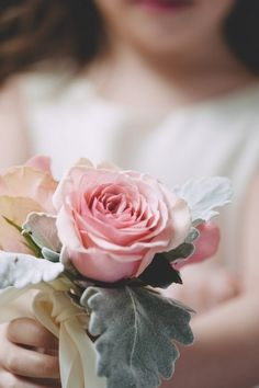 a rose just for you Flowers For You, My Flower, Pretty In Pink, Beautiful Flowers, Beautiful Life, Deco Rose, Holding Flowers, Single Rose, Love Rose