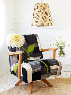 This Felted Patchwork Chair Cover is so shabby chic yet modern and cool! This is also a DIY project to upcycle/reuse old sweaters- now come on, how cool is that! Funky Furniture, Upcycled Furniture, Furniture Makeover, Chair Makeover, Furniture Ideas, Furniture Design, Do It Yourself Upcycling, Patchwork Chair, Crazy Patchwork