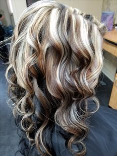 Highlight and lowlight using wella color color highlights, hair hig Hair Color And Cut, Cool Hair Color, Hair Color Highlights, Hair Highlights And Lowlights, Chunky Highlights, Peekaboo Highlights, Light Hair, Fall Hair, Pretty Hairstyles