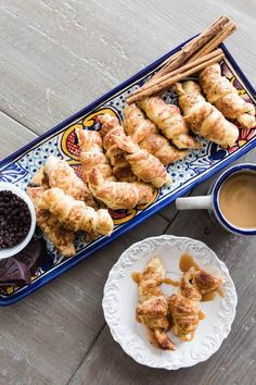 Easy Mexican Chocolate and Dulce de Leche Croissants + Video - Muy Bueno Cookbook Crescent Roll Dough, Crescent Roll Recipes, Crescent Rolls, Ham And Cheese Pinwheels, Croissant Recipe, How To Make Dough, Mexican Chocolate, Chocolate Desserts, Mexican Dessert Recipes