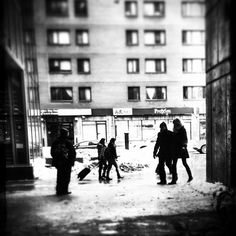 Le couple #mtl #montreal #quebec #public #people #chinatown #bw #snapseed #filtergram