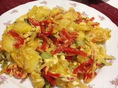 Revuelto de patatas, pimiento rojo y verde, cebolla y huevos ⭐⭐