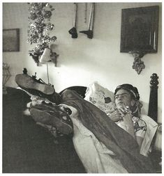 Bernice Kolko, Frida in her bedroom in the Casa Azul, 1952