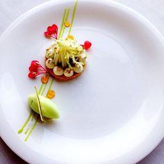 Tarte aux pommes par Alex Hekimov Restaurant Plates, Restaurant Recipes, Dessert Presentation, Spa Menu, Michelin Star Food, Best Chef, Food Decoration, French Pastries, Molecular Gastronomy