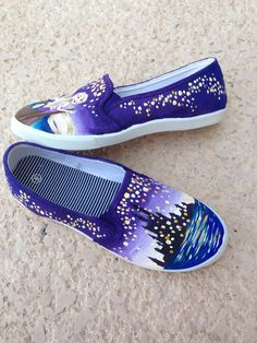 Disney Tangled Rapunzel Lantern Painted Shoes by MadeByChristy Disney Painted Shoes, Painted Canvas Shoes, Disney Shoes, Hand Painted Shoes, Disney Outfits, Disney Clothes, Painted Toms, Disney Tangled, Tangled Rapunzel