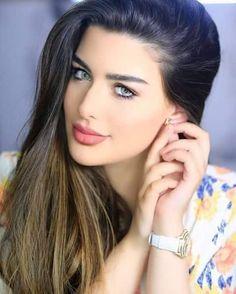 infp celebrity, pretty celebrities, celebrity makeup looks. wedding makeup looks. Cute Beauty, Beauty Full Girl, Beauty Women, Most Beautiful Faces, Stunning Eyes, Beautiful Girl Indian, Beautiful Girl Image, Girl Face, Woman Face