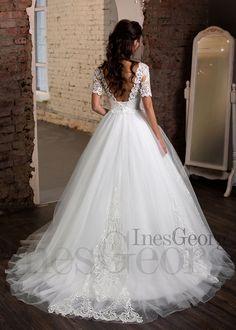 a096406fc53e Aj tieto nádherné čipkované šaty Nava značky InesGeorg® môžete nájst v  našej predajnej ponuke.