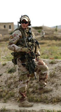 POMLT (Police operational monitoring liason team, consisting of Norwegian and American soldiers and civilian police) on patrol in Dowlatabad in Faryab province, Afghanistan - Norwegian Special Forces