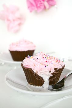 how to make ice cream cupcakes in chocolate cupcake liners by sugar and cloth