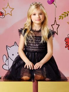 Other essential additions are the three SS 2018 dresses that were seen on the catwalks last September, reproductions of women's styles in a mini-me version, sold exclusively in the online shop of Elisabetta Franchi. Baby Dior, Kristina Pimenova, Famous Girls, Russian Models, Spring Summer 2018, Girl Model, Halloween Kids, Catwalk, Personal Style