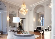 Located in Bordeaux, this beautiful interior project was recently completed by architect Antonio Rico.