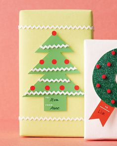 Trim a tree tag using our clip-art template. Then use a hot-glue gun to add rickrack garland along the dotted lines.