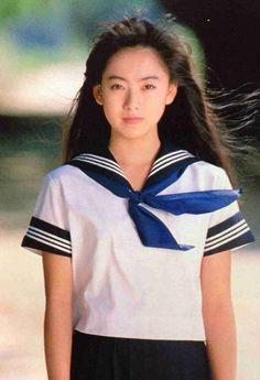 『高校教師』で、真田広之演じる主人公と恋に落ちる女子高生・二宮繭役を演じ、一躍人気女優となる。