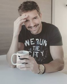 Pablo Alborán My Boys, Give It To Me, T Shirts For Women, Beautiful Saree, Granada, Famous People, Barcelona, Guy, Iphone