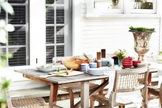 lea-michele-beach-bungalow-los-angeles-outdoor-dining-deck-table-wood-chairs