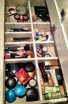 Makeup Storage Closet, Makeup Storage Cart, Makeup Drawer Organization, Wardrobe Organisation, Home Organization Services, Home Organization Hacks, Closet Organization, Makeup Rooms, Room Goals