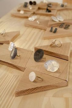 plywood (or pressed wood) triangles, cut to the perfect size to display different sized jewelry pieces. Craft Fair Displays, Market Displays, Ring Displays, Store Displays, Jewellery Displays, Booth Displays, Retail Displays, Merchandising Displays, Window Displays