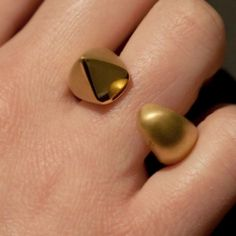 Gold Dewdrop Curve Cocktail Ring