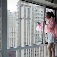 Myjete okna? 🏠 Ušetřete si práci s oboustranným čističem 💁♀️ Skvěle čistí a práci Vám 2x zrychlí. 🥰 Navíc bude čištění bezpečné, bez natahování se na venkovní stranu okna ✅ Attic Window, Side Window, Funny Images, Funny Pictures, Funny Pics, Interesting Gif, Washing Windows, Shower Screen, Daily Funny