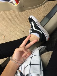 Tumblr Ootd, Girl Korea, Aesthetic Gif, Girly Pictures, Photos Tumblr, Instagram Story Ideas, Ulzzang Girl, Sock Shoes, Me Too Shoes