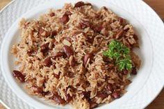 """Le riz collé haïtien hummmm…. Quel délice! Chez les Haïtiens, ils appellent cette recette """"riz collé ak pwa"""" (le riz collé avec pois rouges). Ce riz est de loin la sorte que je préfère; il est tell..."""