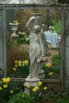 love the effect of the mirror behind statue Gorgeous Gardens garden art.love the effect of the mirror behind statue Garden Urns, Love Garden, Diy Garden, Garden Statues, Spring Garden, Dream Garden, Garden Projects, Home And Garden, Garden Mirrors