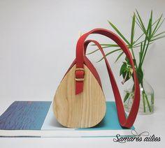 Sac à main en bois et cuir rouge : Sacs à main par samares-ailees