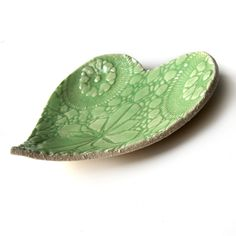 green leaf ceramic dish