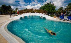 La gran piscina del hotel cuenta con una zona más profunda para clases de buceo http://www.hoteles-catalonia.com/es/nuestros_hoteles/caribe/mejico/riviera_maya/playa_carmen/hotel_catalonia_privileged_maroma/index.jsp