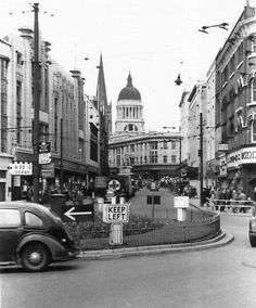 Looking up Lister Gate from Carrington Street, Nottingham, in the early 1950s. Photo Credit: Kevin Chamberlain.