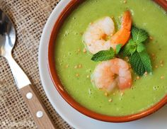 Vegetable soup with prawns and mint. (in Spanish) Seafood Recipes, Soup Recipes, Healthy Recipes, Cream Of Vegetable Soup, Latin Food, Soups And Stews, Food Styling, Fruit, Vegetables