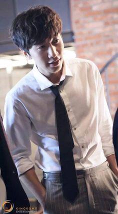 BTS shots of Lee Kwang Soo's photo shoot Korean Variety Shows, Korean Shows, Korean Star, Korean Men, Korean Celebrities, Korean Actors, Lee Kwangsoo, Running Man Members, Running Man Korean